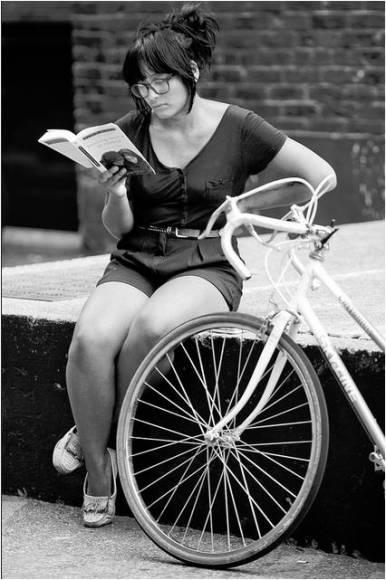 Thomas-Hawk-Reading-Lolita-in-Teheran
